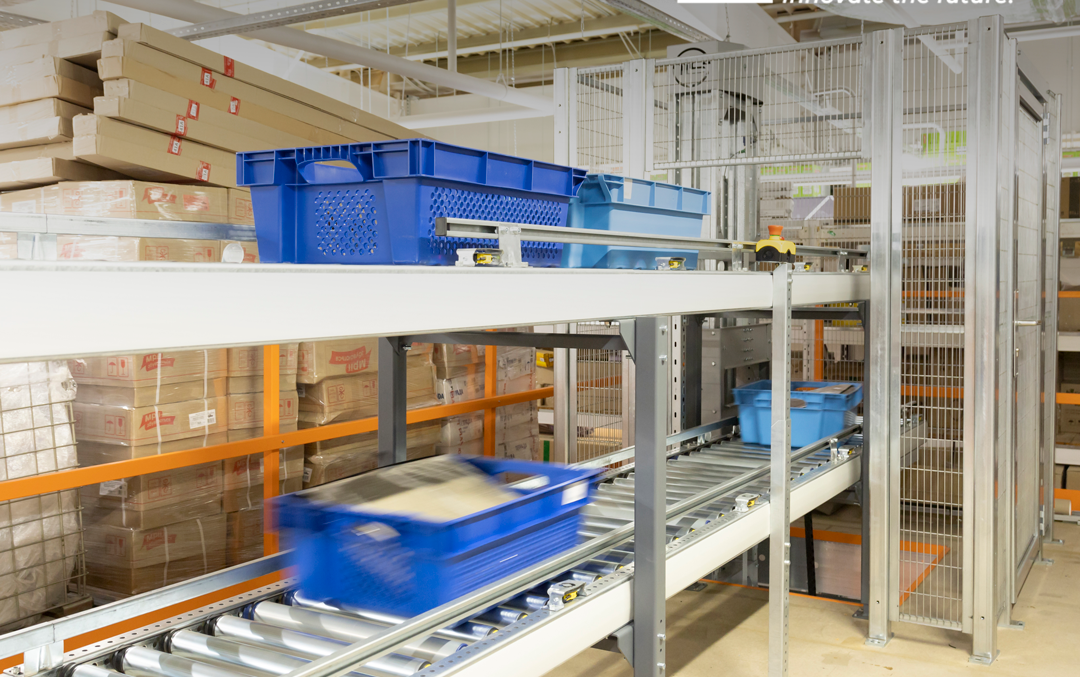 Vertical conveyor for boxes - 9 - kapelou.com