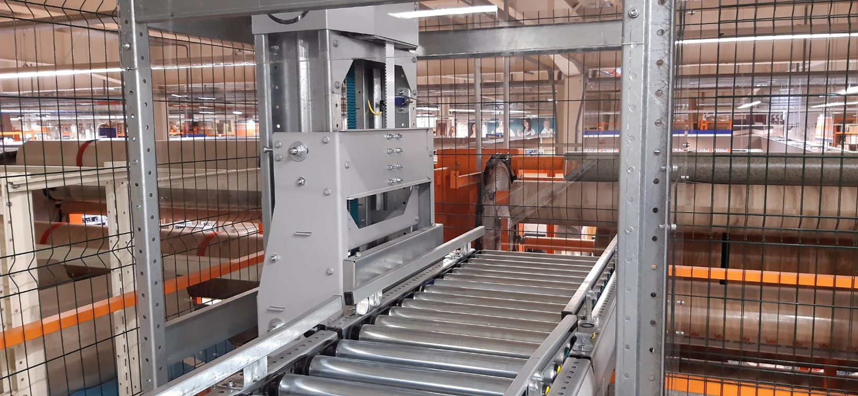 Vertical conveyor for boxes - 10 - kapelou.com