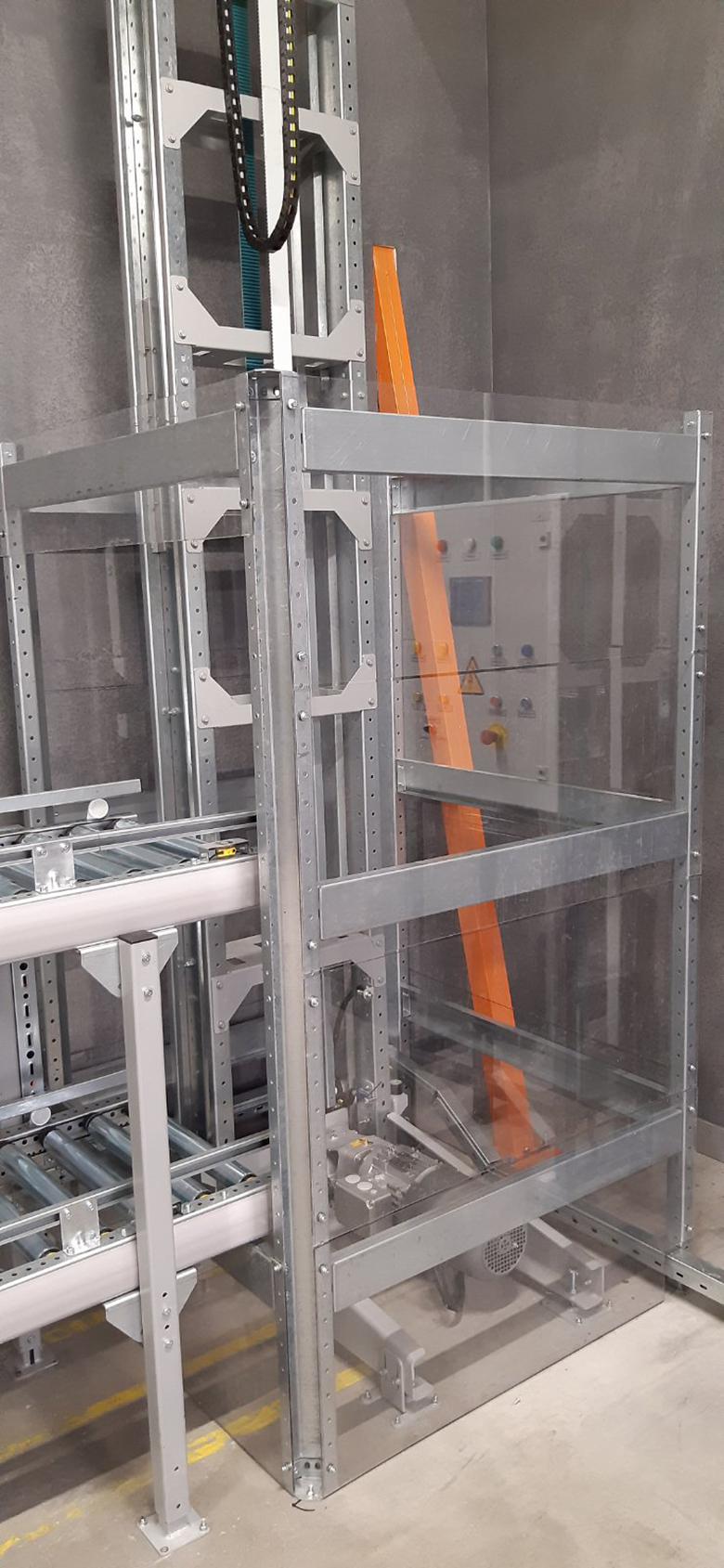 Vertical conveyor for boxes - 13 - kapelou.com