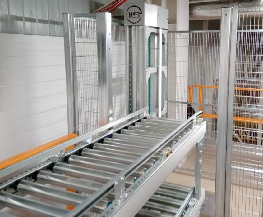 Vertical conveyor for boxes - 8 - kapelou.com